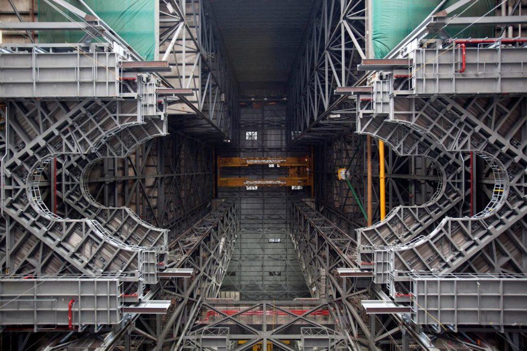 Мобильная пусковая башня обслуживания ракеты-носителя SLS
