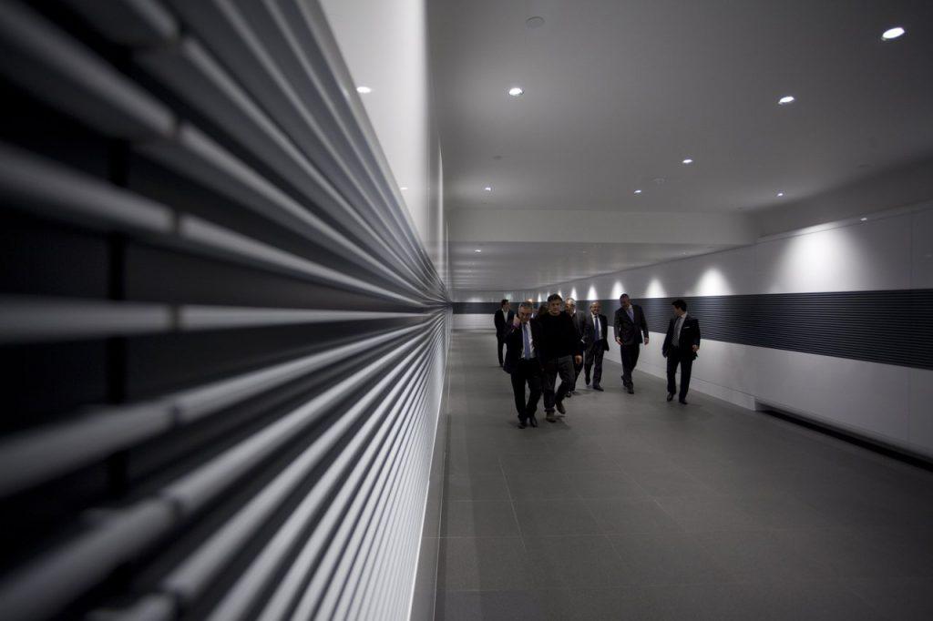 Переходы между зданиями. Технологический центр и комплекс McLaren Technology Centre